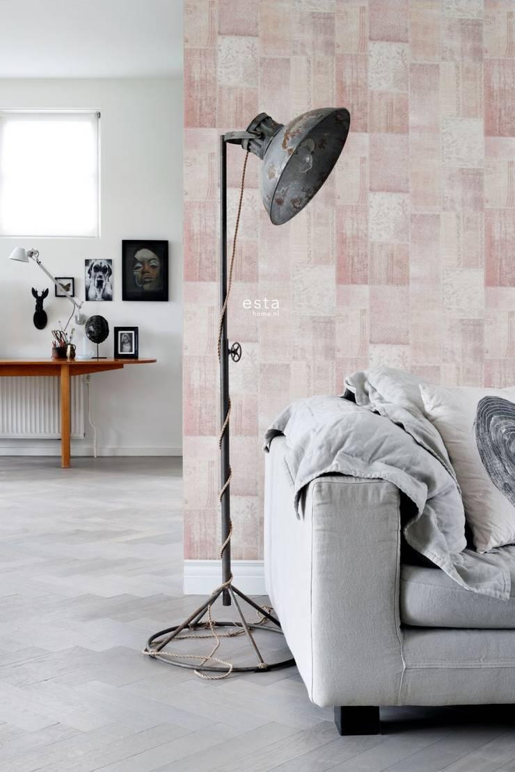 krijtverf eco texture vliesbehang oosters ibiza marrakech kelim patchwork tapijt perzik oranje :   door ESTAhome.nl, Scandinavisch