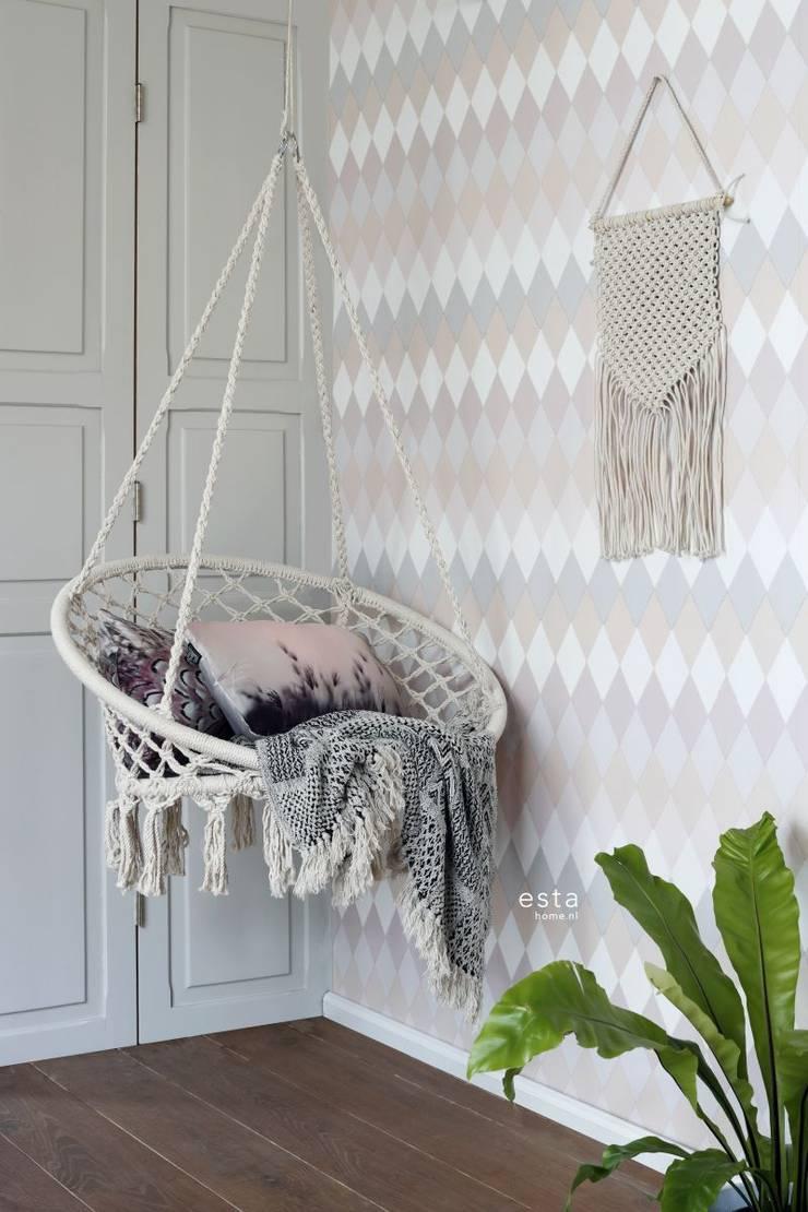 krijtverf eco texture vliesbehang multi wieber ruit met linnen structuur horizontale streep perzik en lila roze tinten:   door ESTAhome.nl, Scandinavisch