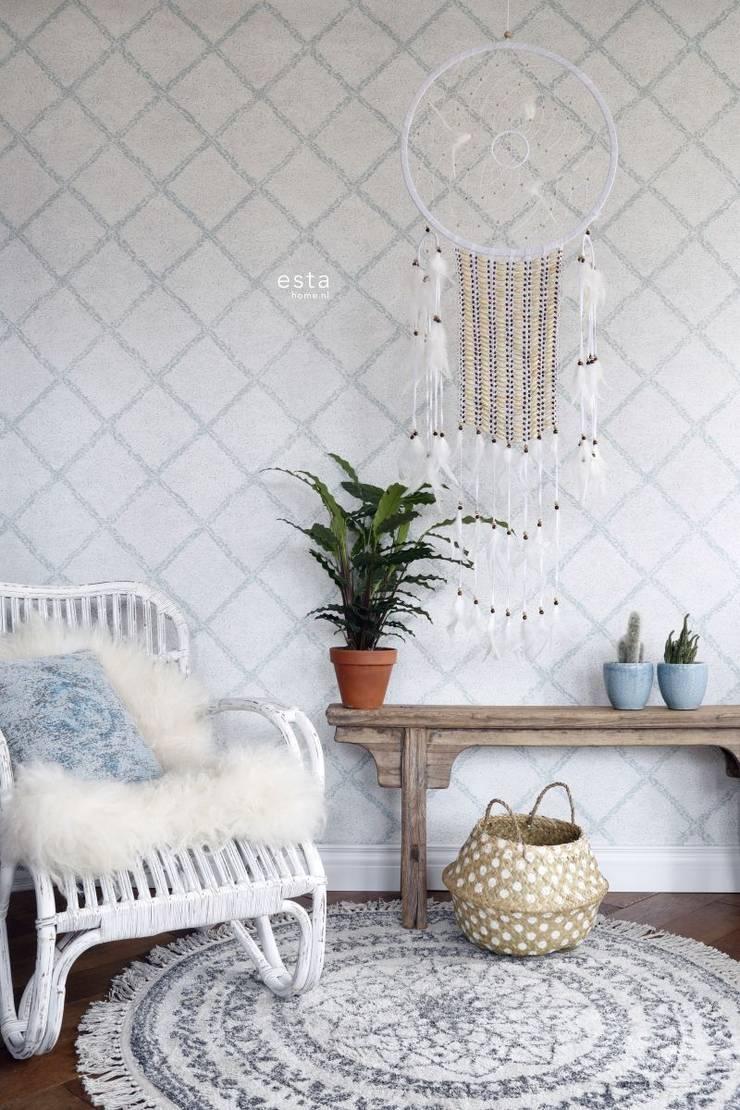 krijtverf eco texture vliesbehang oosters berber tapijt vergrijsd licht pastel mint groen en mat wit:   door ESTAhome.nl, Mediterraan