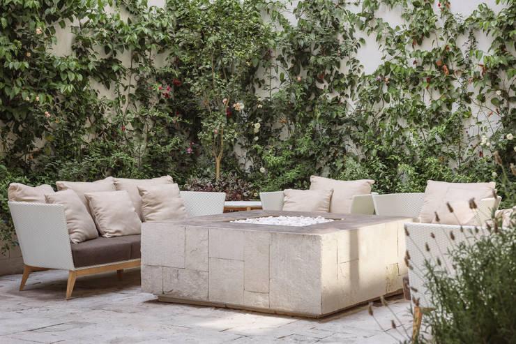庭院 by MAAD arquitectura y diseño