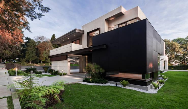 Fachada principal: Casas de estilo  por Lazza Arquitectos