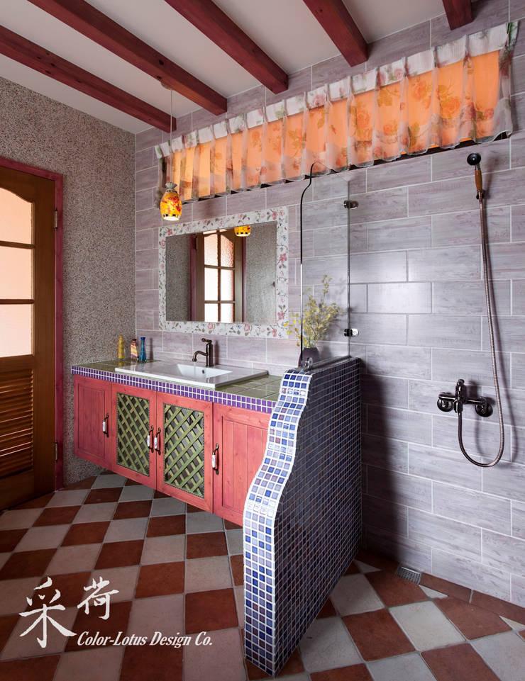 西班牙鄉村風格-透天別墅:  浴室 by 采荷設計(Color-Lotus Design)
