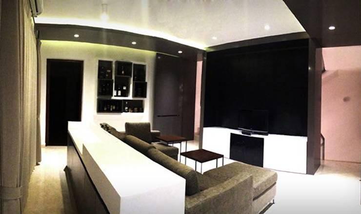 Salón moderno y con estilo: Salas multimedia de estilo moderno de Studioapart