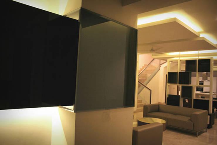 Vila SS Whitefield | Bangalore | India: Pasillos y vestíbulos de estilo  de Studioapart