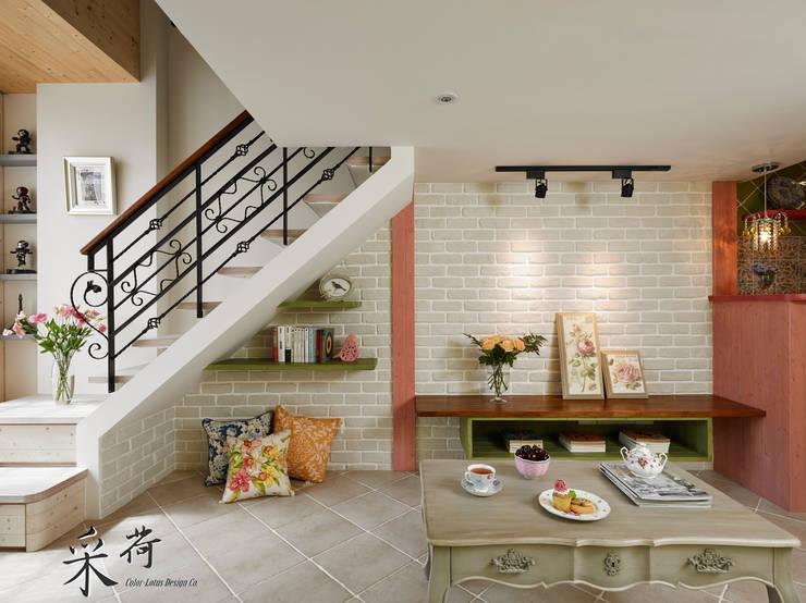 美式鄉村風-小坪數夾層屋:  客廳 by 采荷設計(Color-Lotus Design)
