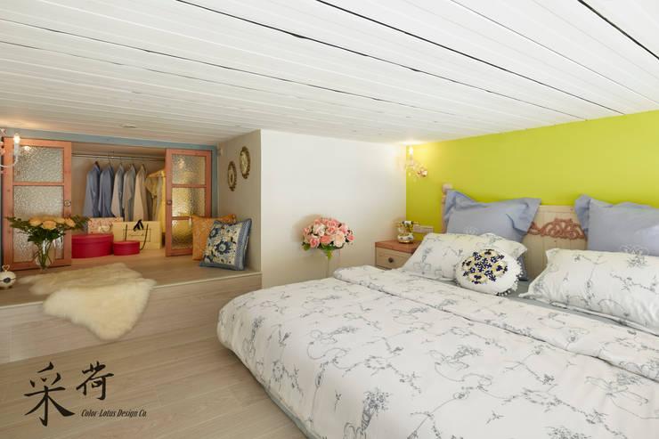 美式鄉村風-小坪數夾層屋:  臥室 by 采荷設計(Color-Lotus Design)