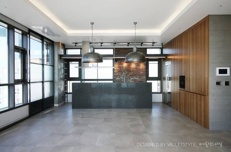 일산 요진와이시티 펜트하우스: 바이올렛스타일의  거실,모던