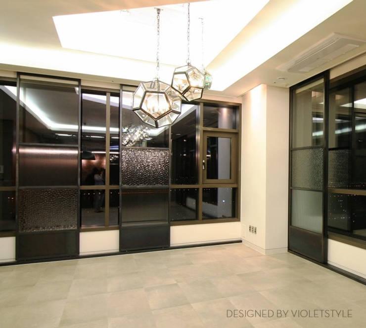 일산 요진와이시티 펜트하우스: 바이올렛스타일의  거실