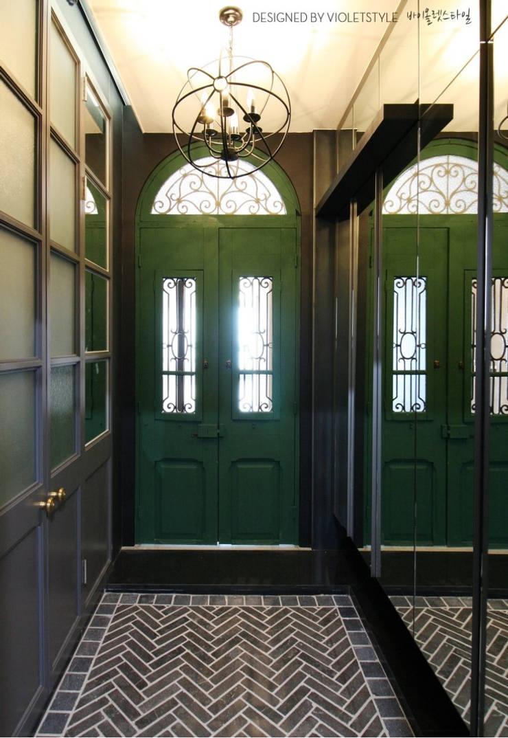 일산 요진와이시티 펜트하우스: 바이올렛스타일의  복도 & 현관