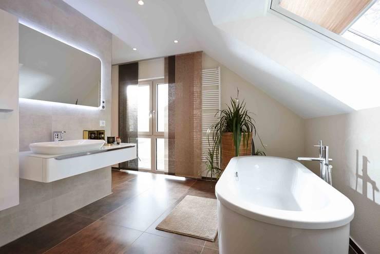 Ванные комнаты в . Автор – FingerHaus GmbH