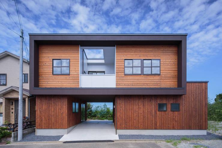 Maisons originales par 一級建築士事務所シンクスタジオ Éclectique