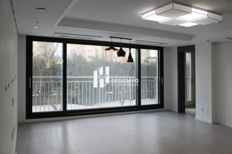경남 아너스빌: 디자인 PD의  거실