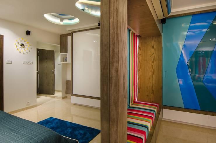 Residential-Chintubhai:  Bedroom by J9 Associates