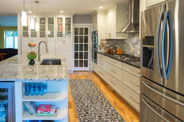 White Shaker Kitchen with Island:  Kitchen by Main Line Kitchen Design