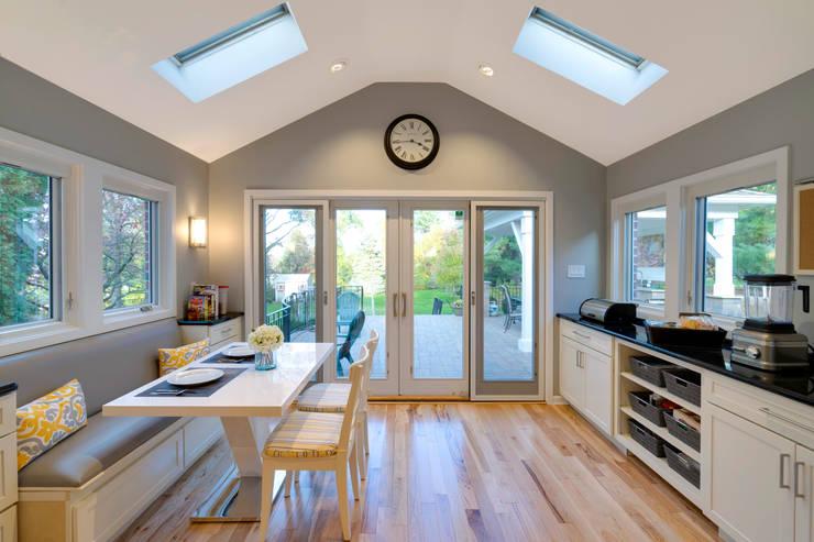 White Shaker Kitchen with Island: classic Kitchen by Main Line Kitchen Design