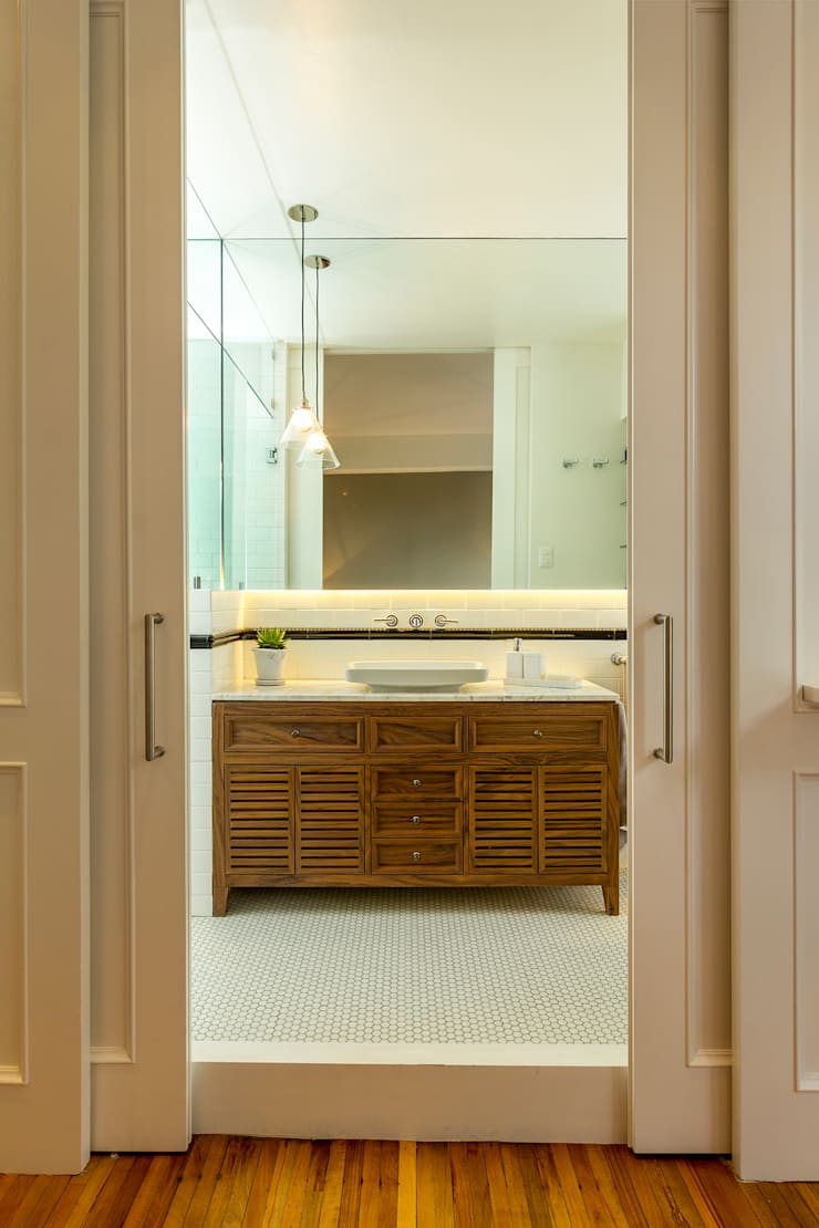 Bathroom by Weber Arquitectos,