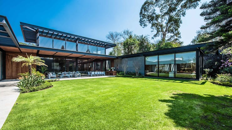 Jardín principal: Jardines de estilo  por ARQUITECTUM