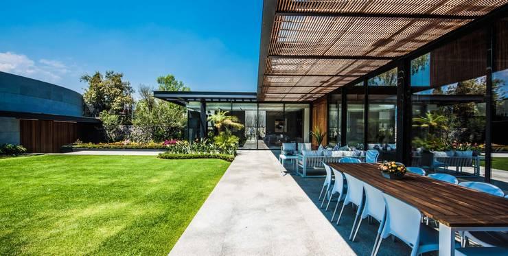 Terraza: Terrazas de estilo  por ARQUITECTUM