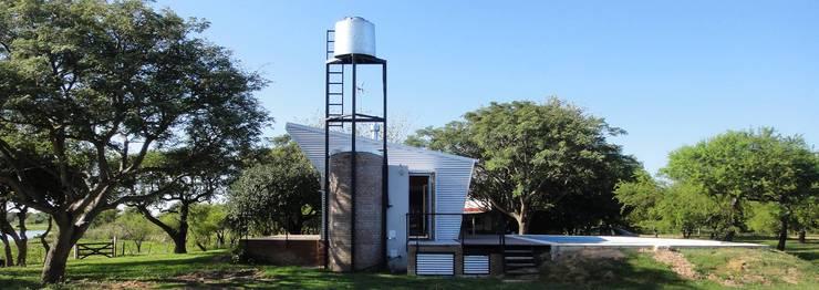 QUINCHO Y PILETA PARA PESCADORES: Casas de estilo  por DUA Arquitectos,