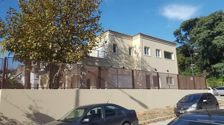 vista lateral izquierda: Casas de estilo  por Family Houses,