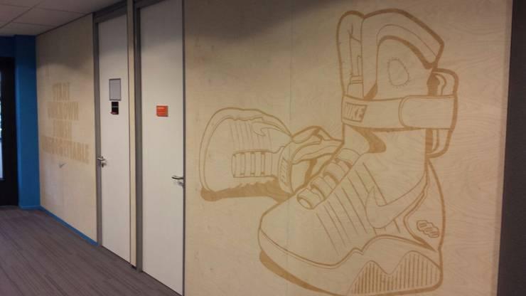 Nike HQ interieur:  Kantoorgebouwen door TWO-O   Amsterdam, Modern Hout Hout