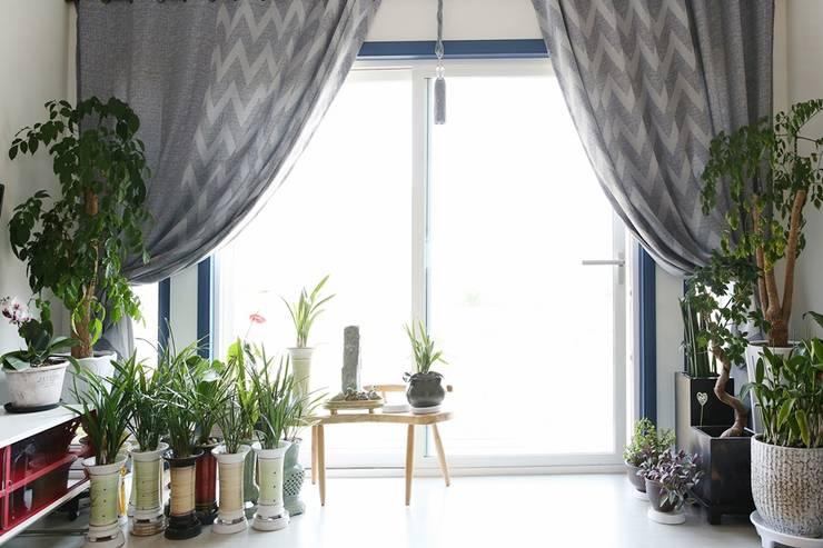 자연과 벗하며 사는 전원주택: 한글주택(주)의  거실
