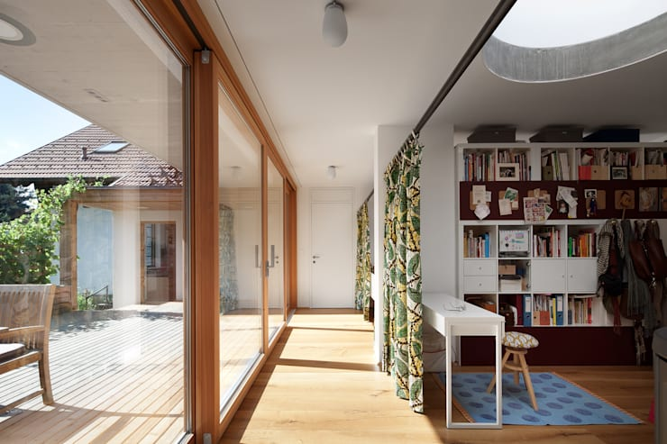 Corridor & hallway by illichmann-architecture