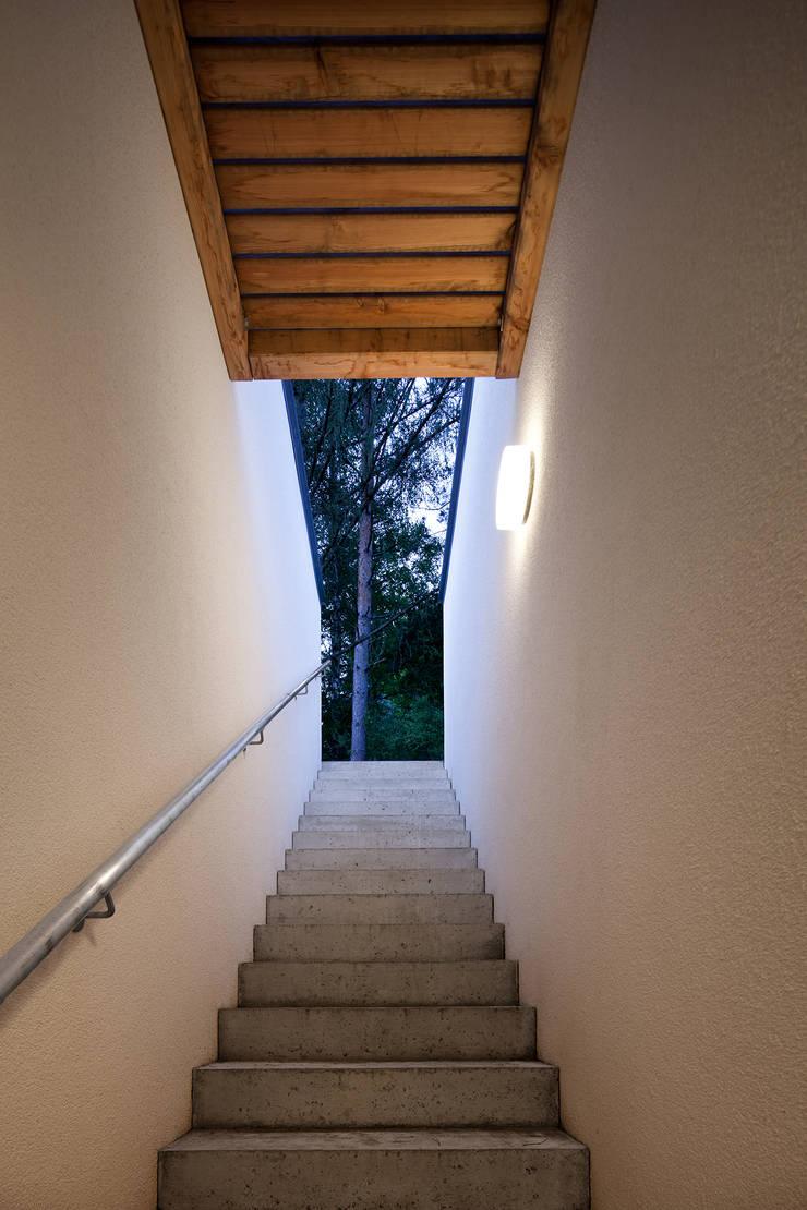 Corridor & hallway by illichmann-architecture, Modern