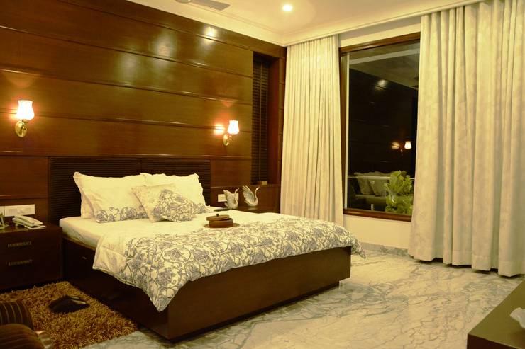 Bedroom:  Bedroom by VB Design Studio