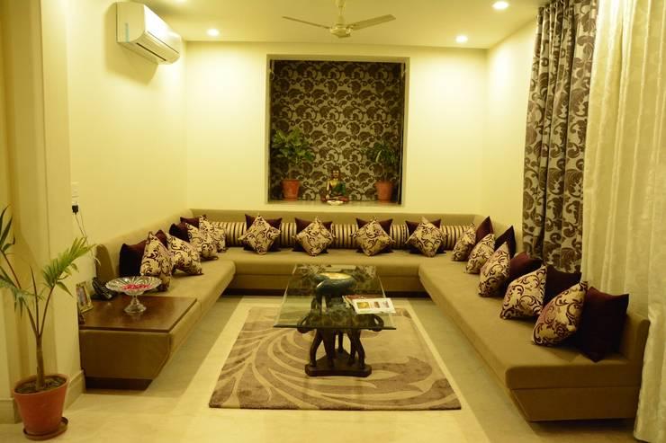 Living room:  Living room by VB Design Studio