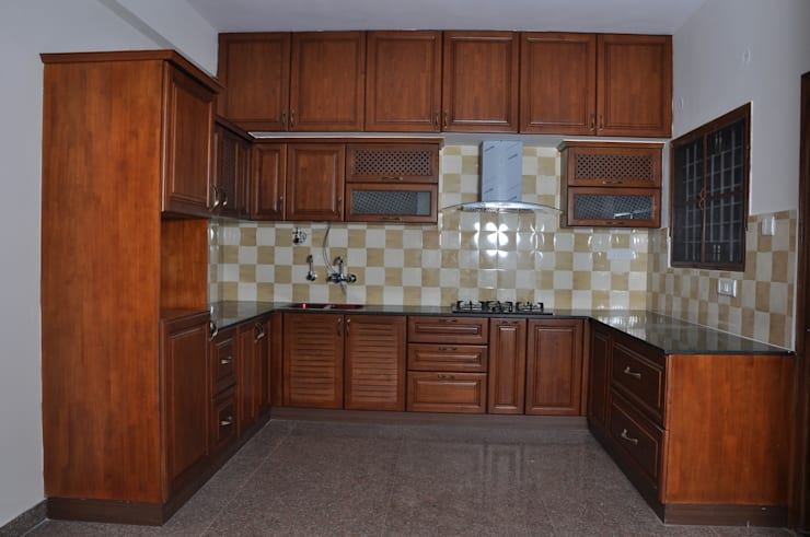 U Shaped Modular Kitchen Bangalore:  Kitchen by Scale Inch Pvt. Ltd.