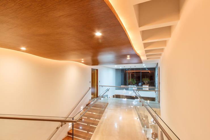 Corridor & hallway by SANTIAGO PARDO ARQUITECTO