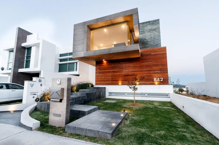 CASA ALEGRA: Casas de estilo  por SANTIAGO PARDO ARQUITECTO