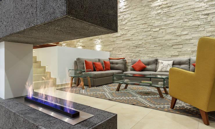 Living room by SANTIAGO PARDO ARQUITECTO