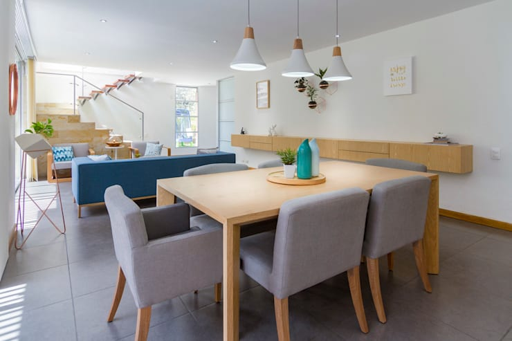 Comedor Casa Mediterránea: Comedores de estilo  por Adrede Diseño