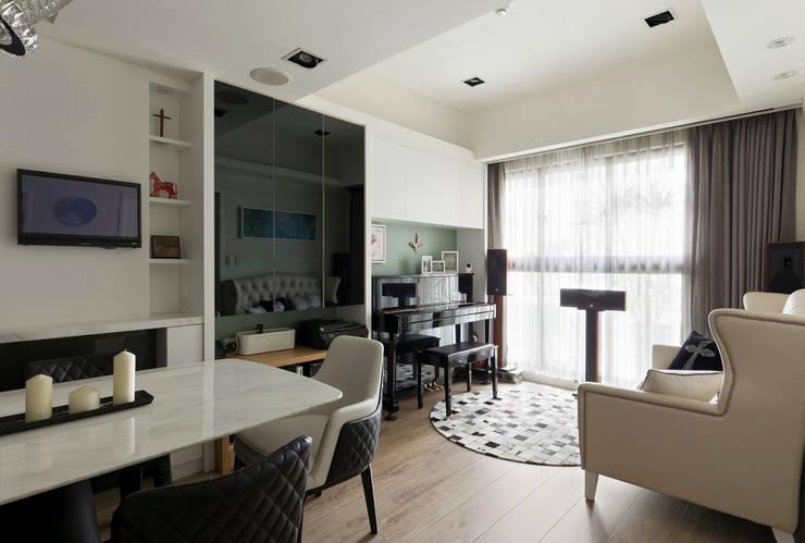 Living room by 耀昀創意設計有限公司/Alfonso Ideas, Classic