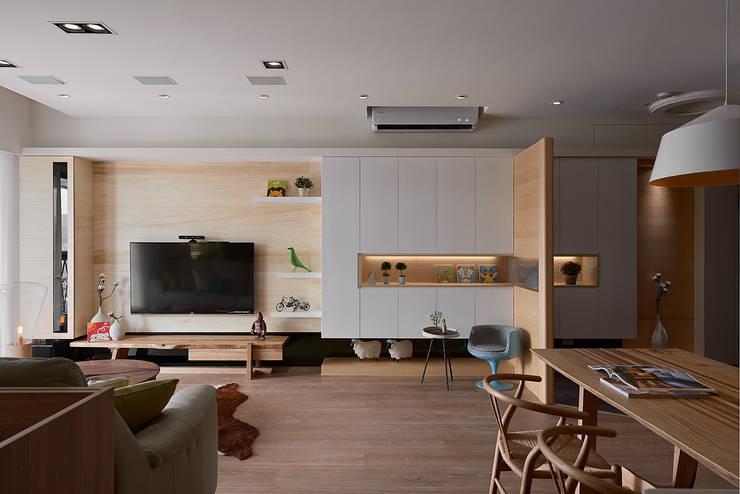 Ruang Keluarga by 耀昀創意設計有限公司/Alfonso Ideas
