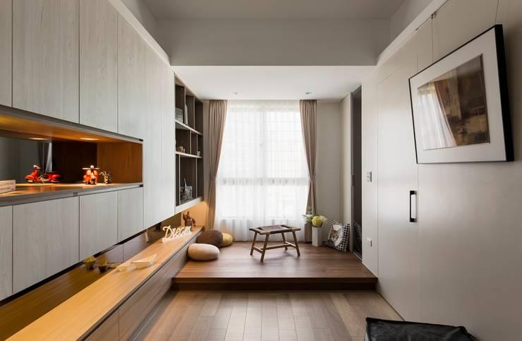 Estudios y oficinas de estilo  por 耀昀創意設計有限公司/Alfonso Ideas