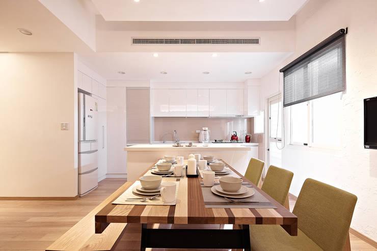 家裡真好 no place like home:  廚房 by 耀昀創意設計有限公司/Alfonso Ideas
