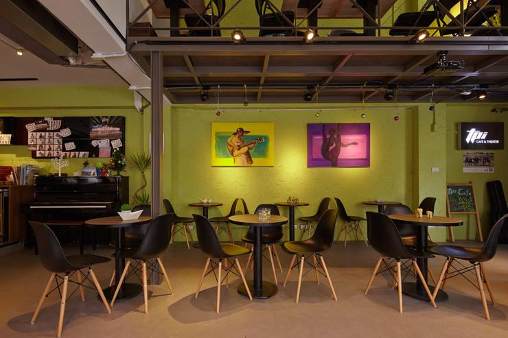 綠聚:  餐廳 by 耀昀創意設計有限公司/Alfonso Ideas