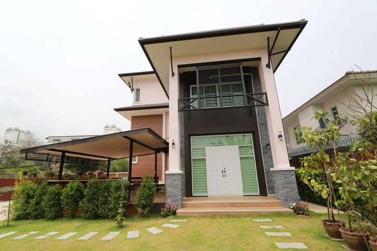 บ้านพักอาศัย 3 ชั้น:   by บริษัท อเรย์ คอนสทรัคท์ชั่น จำกัด