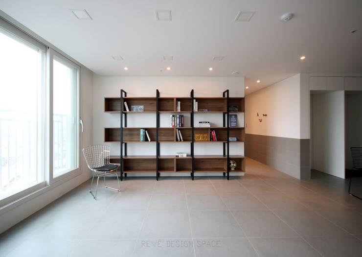 [심플인테리어] 화성시 동탄2신도시 마이너스옵션 아파트인테리어 34PY: 디자인스튜디오 레브의  거실