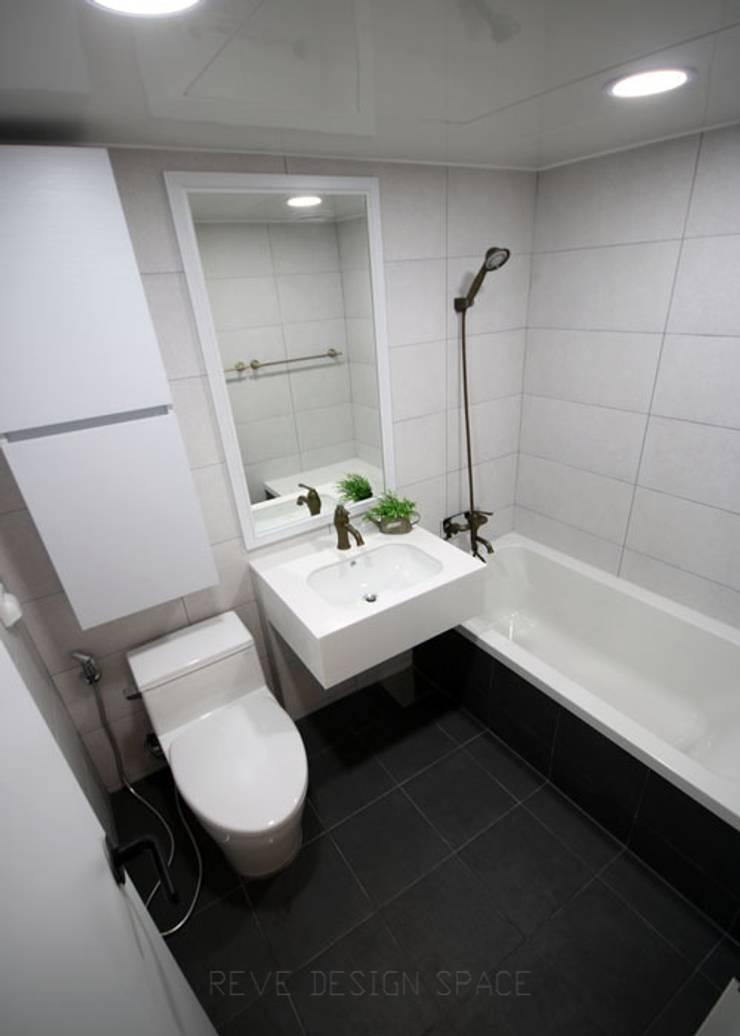 [심플인테리어] 화성시 동탄2신도시 마이너스옵션 아파트인테리어 34PY: 디자인스튜디오 레브의  욕실