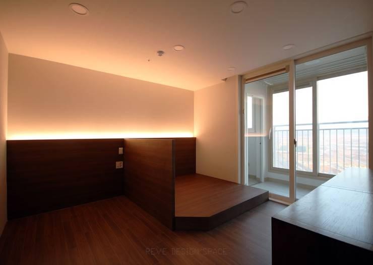 [심플인테리어] 화성시 동탄2신도시 마이너스옵션 아파트인테리어 34PY: 디자인스튜디오 레브의  침실