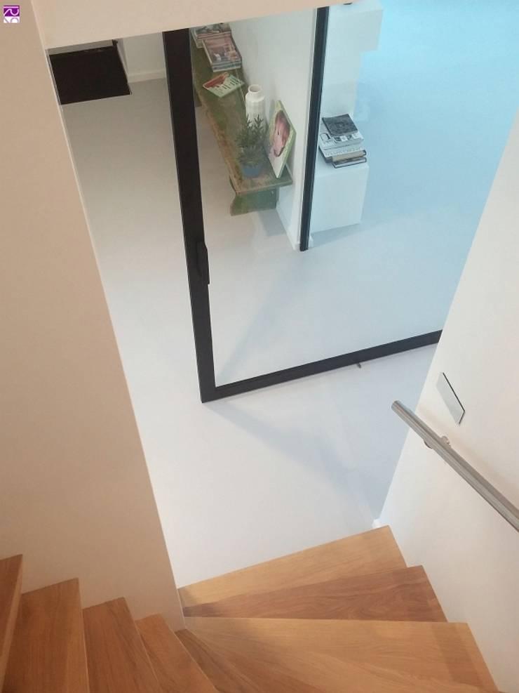Nieuwbouw Villa te Haarlem:  Gang en hal door Architectenbureau Ron Spanjaard BNA
