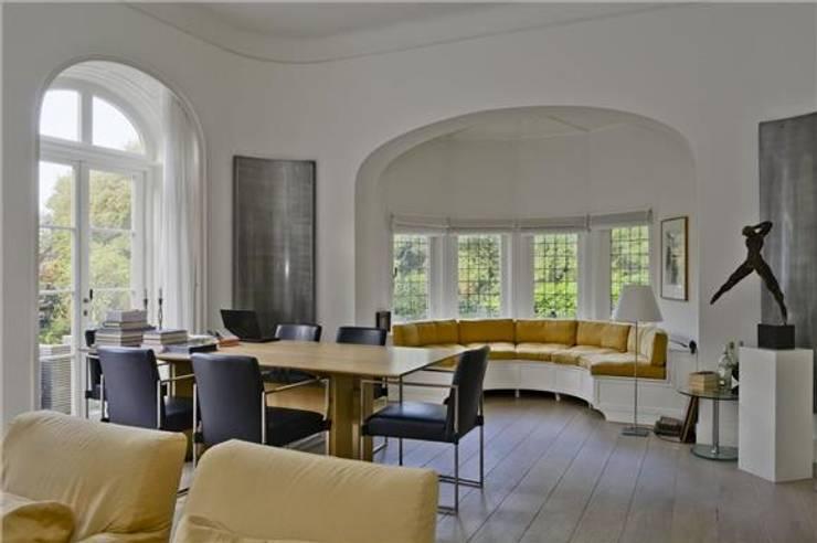 Verbouwing Villa Heemstede:  Woonkamer door Architectenbureau Ron Spanjaard BNA