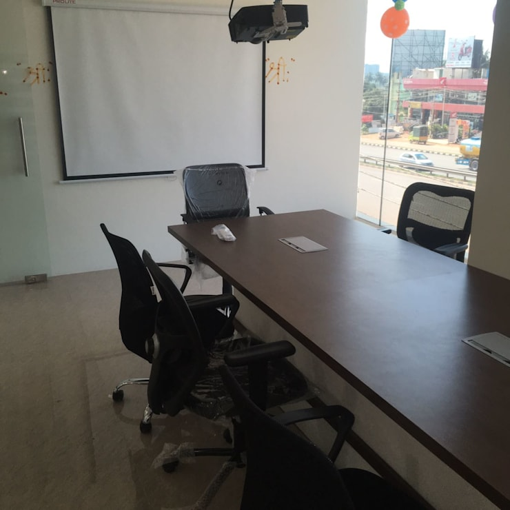 Office Interior Decorators in Bangalore:  Offices & stores by Scale Inch Pvt. Ltd.