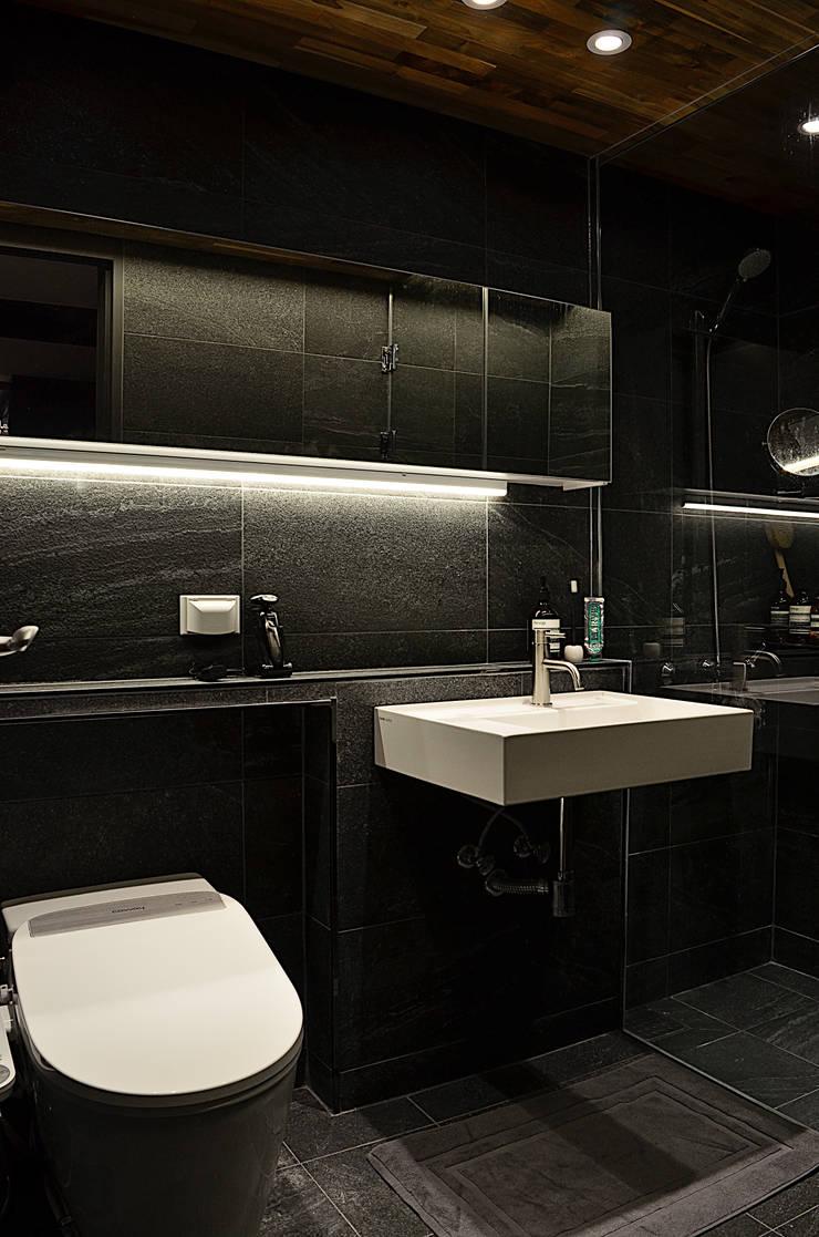 금호동 래미안 하이리버 45평 인테리어: 더블류스페이스의  욕실