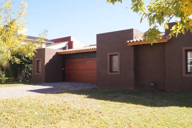 Nhà by Abitar arquitectura
