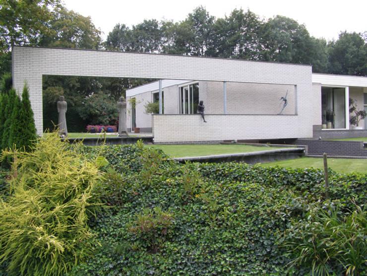 facelift woning Doetinchem:  Tuin door Maartje Kaper Architecte BNA, Modern Steen